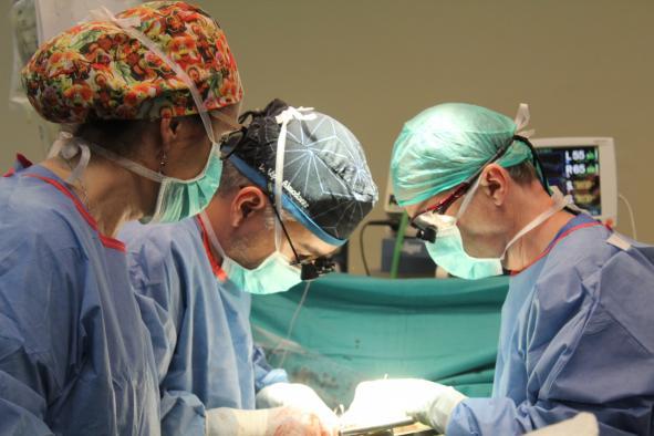 Un cirujano cardiaco del Hospital de Toledo, Cum Laude en su tesis  sobre los beneficios de una cirugía compleja en la disección aórtica