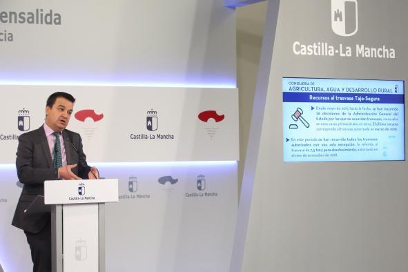 El consejero de Agricultura, Agua y Desarrollo Rural, Francisco Martínez Arroyo, informa de asuntos del Consejo de Gobierno.