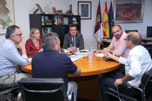 Martínez Arroyo recibe al Patronato del Consejo Regulador DOP Azafrán de La Mancha