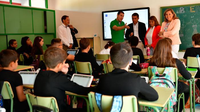 El Gobierno regional destinará a lo largo del curso 10 millones de euros para continuar con la modernización informática de los centros educativos