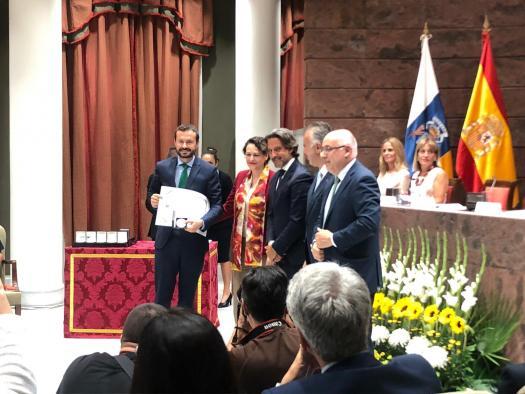 El Gobierno de Castilla-La Mancha recibe una condecoración por su ayuda en la extinción del incendio de Gran Canaria