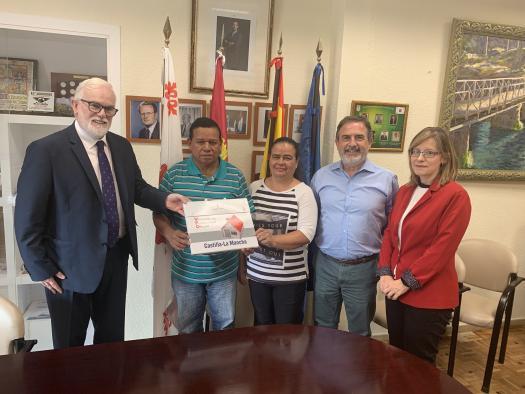 Una familia de Aldea del Rey recibe las llaves de una vivienda gracias a la política social del Gobierno de Castilla-La Mancha