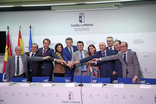 El consejero de Agricultura firma protocolo de colaboración con entidades financieras