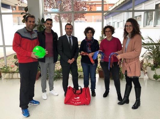 El Gobierno regional entrega un kit con material deportivo a 45 centros educativos de la provincia de Toledo por su participación en la Semana Europea del Deporte 2019, con más de 12.000 estudiantes