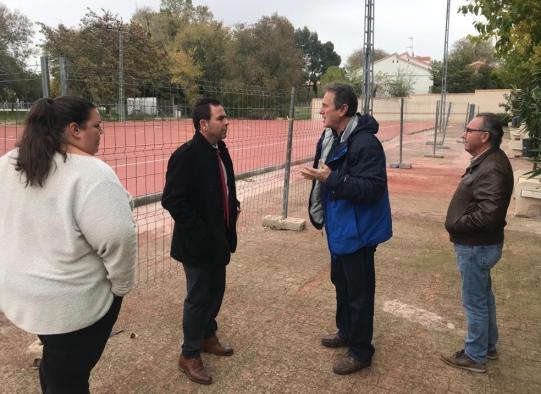 El Gobierno regional construye en Camarenilla una pista polideportiva de doble uso, como dotación escolar para el colegio y, fuera del horario lectivo, para el resto de vecinos del municipio