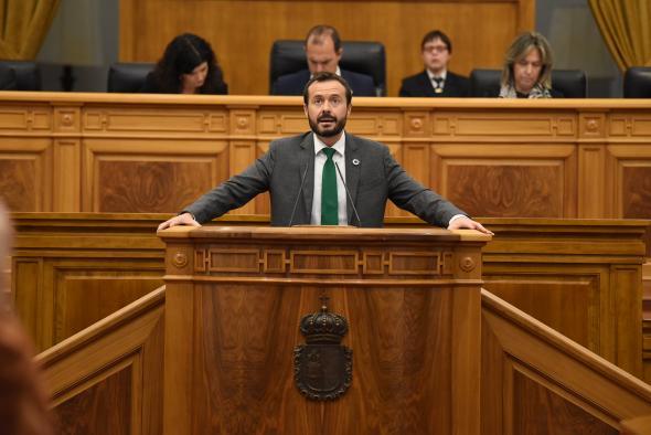 El consejero de Desarrollo Sostenible, José Luis Escudero, participa en el Pleno de las Cortes