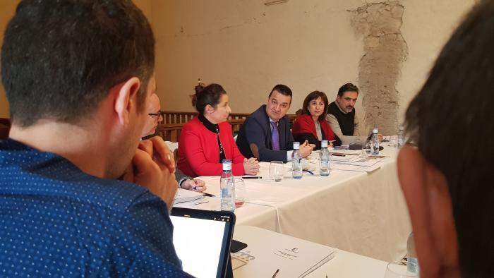 El consejero de Agricultura, Agua y Desarrollo Rural, Francisco Martínez Arroyo, se reúne con el Comité de Dirección de la Consejería en Belmonte
