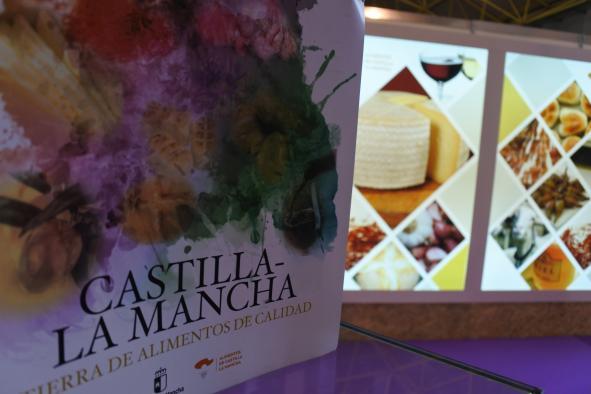 El Gobierno regional anima a consumir alimentos de Castilla-La Mancha durante estas fiestas y brindar con nuestros vinos