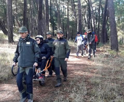 El Gobierno de Castilla-La Mancha apuesta por la práctica del senderismo inclusivo con la colaboración del Cuerpo de Agentes Medioambientales