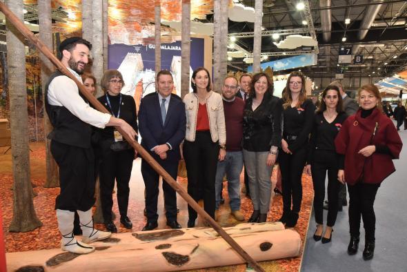 Visita de la ministra de Industria, Comercio y Turismo al stand institucional de Castilla-La Mancha (FITUR)