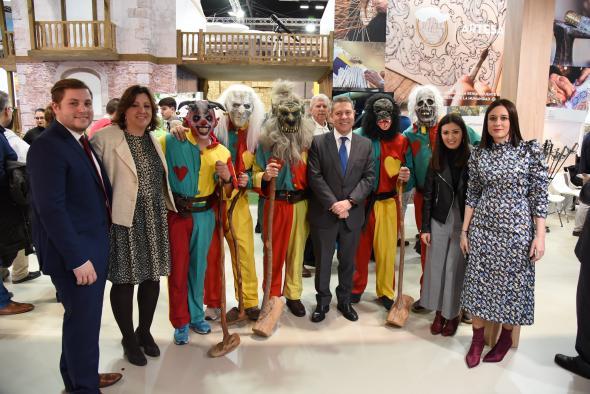 García-Page visita el estand de Castilla-La Mancha en FITUR en el Día de Toledo