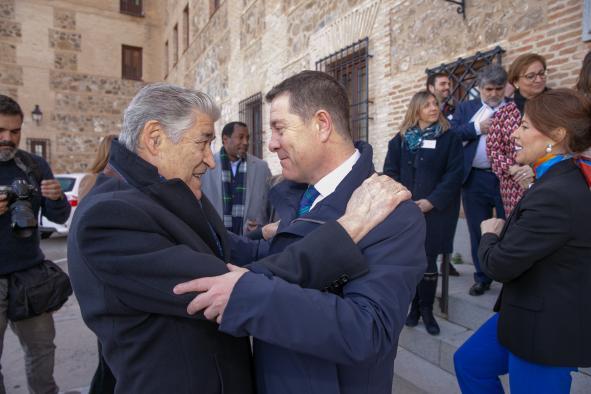 El presidente recibe en las Cortes de Castilla-La Mancha a las entidades que forman la Mesa de Tercer Sector