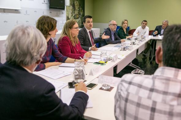 El consejero de Agricultura, Agua y Desarrollo Rural, Francisco Martínez Arroyo, preside la reunión del Consejo Asesor Agrario de la región