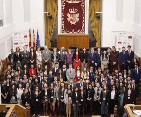 La viceconsejera de Relaciones Institucionales, Margarita Sánchez, asiste a la segunda edición de la Simulación de Cortes de Castilla-La Mancha