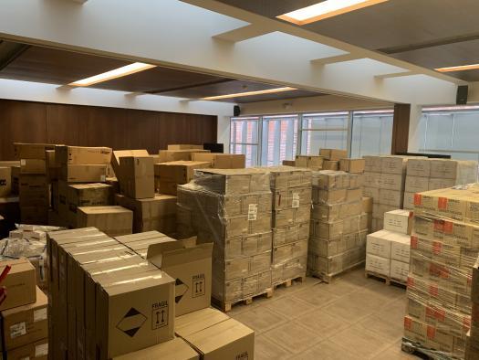 El Gobierno de Castilla-La Mancha ha distribuido ya más de 2,3 millones de artículos de protección para los profesionales de los centros sanitarios de la Comunidad Autónoma