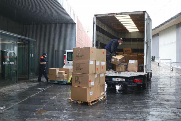 El Gobierno de Castilla-La Mancha realiza un tercer envío con más de 1,4 millones de artículos de protección para los profesionales de los centros sanitarios de región