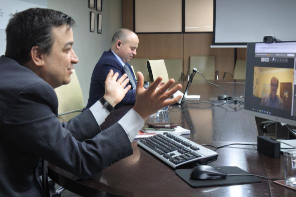El consejero de Agricultura, Agua y Desarrollo Rural, Francisco Martínez Arroyo, mantiene una reunión por videoconferencia con la Asociación de Regiones Europeas Vitícolas (AREV)