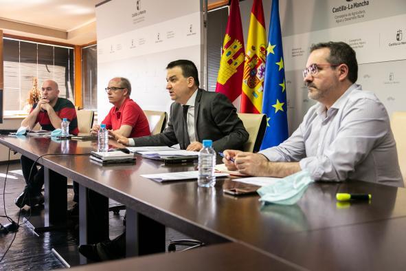 El consejero de Agricultura, Agua y Desarrollo Rural mantiene una reunión con la Federación de Regantes de Castilla-La Mancha