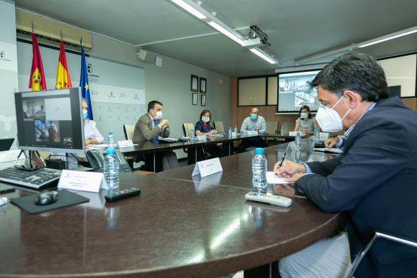 El consejero de Agricultura, Agua y Desarrollo Rural mantiene una reunión con los representantes de las Organizaciones Agrarias Profesionales y Cooperativas Agroalimentarias de Castilla-La Mancha