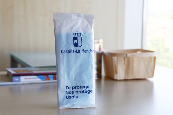 Un total de 835.146 ciudadanos han retirado su paquete de tres mascarillas del programa del Gobierno de Castilla-La Mancha 'Te protege, nos protege, úsala'