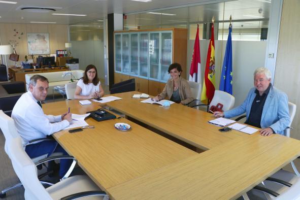 Primera toma de contacto con los Colegios Oficiales de Médicos y de Enfermería para recabar su colaboración en la puesta en marcha de la Ley regional de reserva estratégica de productos sanitarios