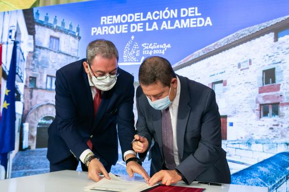 Firma de un protocolo de colaboración el Ayuntamiento de Sigüenza (I)