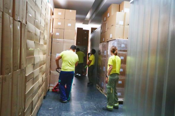 El Gobierno de Castilla-La Mancha ha distribuido esta semana una nueva remesa con cerca de 540.000 artículos de protección para los profesionales sanitarios