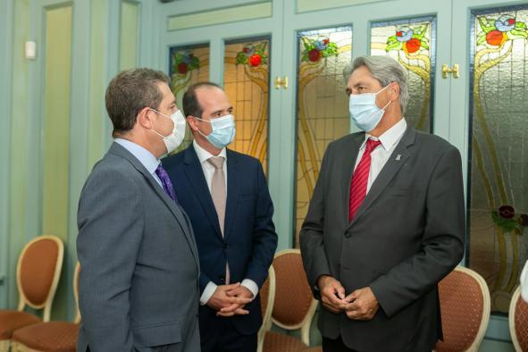 García-Page mantiene un encuentro con el rector de la Universidad de Alcalá para abordar el estado del proyecto del nuevo campus de la UAH en la capital guadalajareña