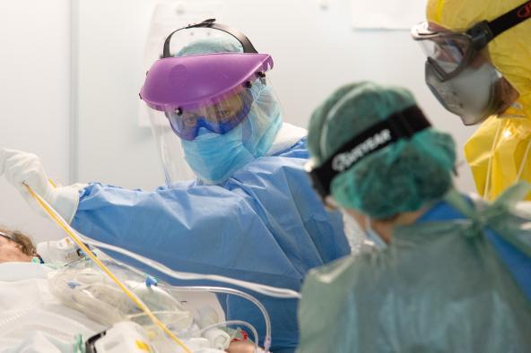 Desciende el número de pacientes ingresados por Covid-19, tanto en cama convencional como en UCI