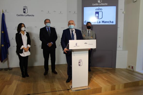 Firma del convenio del Conservatorio de Almansa