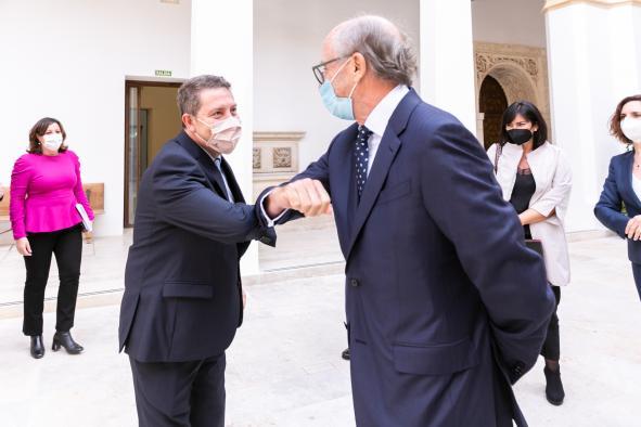 El Gobierno regional y Repsol trabajarán conjuntamente en el proceso de transición energética y descarbonización del Complejo Industrial de Puertollano