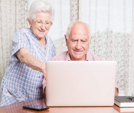 El Gobierno de Castilla-La Mancha facilita la reducción de la brecha digital en las personas mayores de 55 años