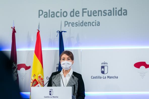La consejera de Bienestar Social, Aurelia Sánchez, comparece en rueda de prensa, en el Palacio de Fuensalida, para informar sobre los acuerdos del Consejo de Gobierno relacionados con su departamento.