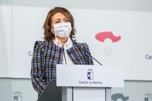 La consejera de Bienestar Social, Aurelia Sánchez, informa en rueda de prensa sobre acuerdos del Consejo de Gobierno relacionados con su departamento
