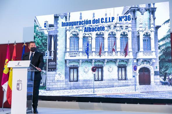 García-Page en acto de inauguración del CEIP Imaginalia