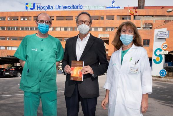 Un endocrinólogo del Hospital de Guadalajara, director de un libro que aborda la endocrinología clínica del envejecimiento y su importancia en el diagnóstico y tratamiento
