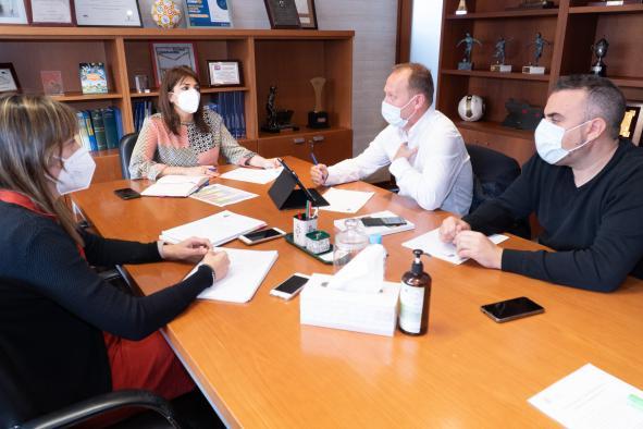 El Gobierno regional apoya la iniciativa de la Federación de Baloncesto para que Castilla-La Mancha albergue competiciones internacionales femeninas