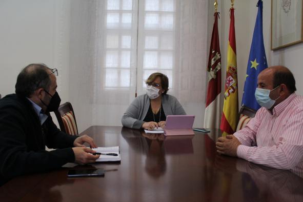 Bienestar Social, Educación y obras de adaptación del Ayuntamiento centran el encuentro entre el alcalde de Saceruela y el Gobierno regional