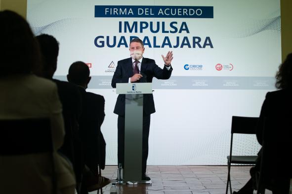Firma con administraciones y agentes sociales, el acuerdo para la estrategia 'Impulsa Guadalajara'