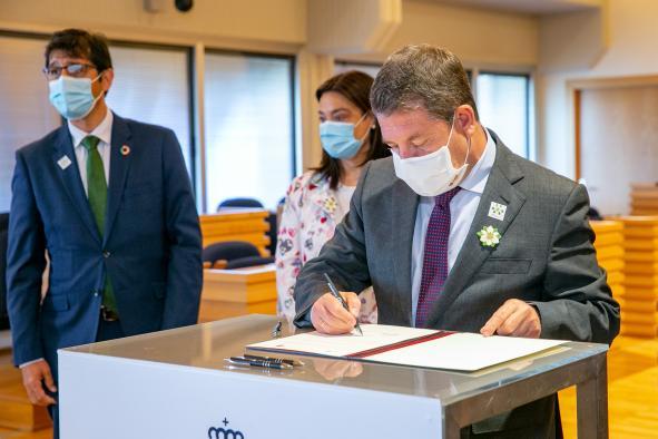 Firma un convenio de colaboración en materia de infraestructuras viarias con la alcaldesa de Ciudad Real, Pilar Zamora