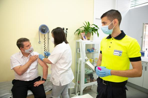 Recibe la vacuna contra el Covid-19 en el Centro de Salud de Palomarejos