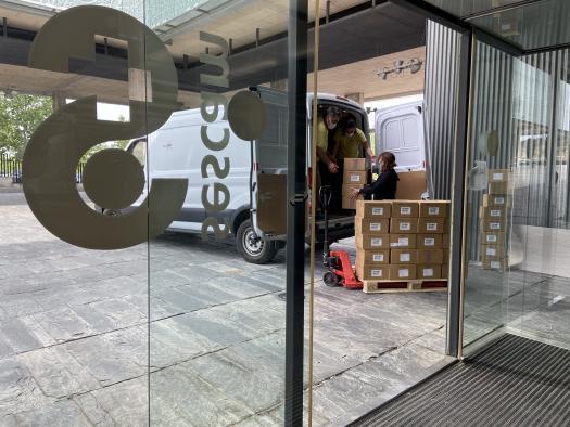 El Gobierno de Castilla-La Mancha ha distribuido más de 48 millones de artículos de protección enviados a los centros sanitarios desde el inicio de la pandemia
