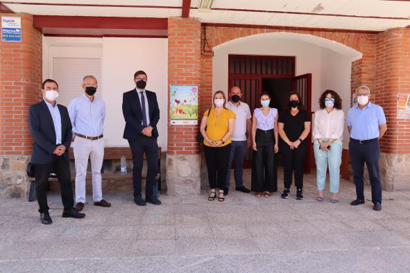 El viceconsejero de Educación, Amador Pastor, y la directora general de Alimentación, Elena Escobar, han visitado el CEIP 'Nuestra Señora del Sagrario' de Mazarambroz