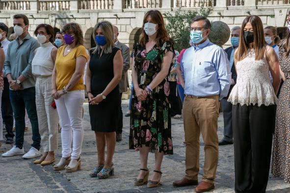 LA CONSEJERA DE IGUALDAD Y PORTAVOZ ASISTE EN TOLEDO AL MINUTO DE SILENCIO CONTRA LOS ASESINATOS MACHISTAS