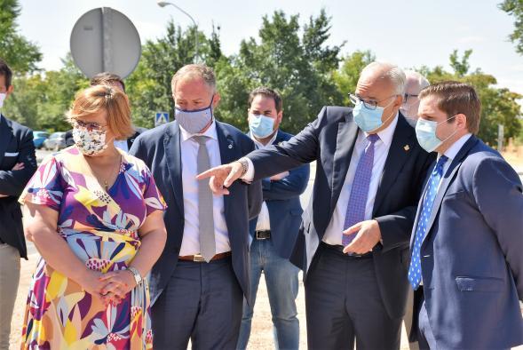 El consejero de Fomento se ha reunido con el alcalde de Manzanares, Julián Nieva