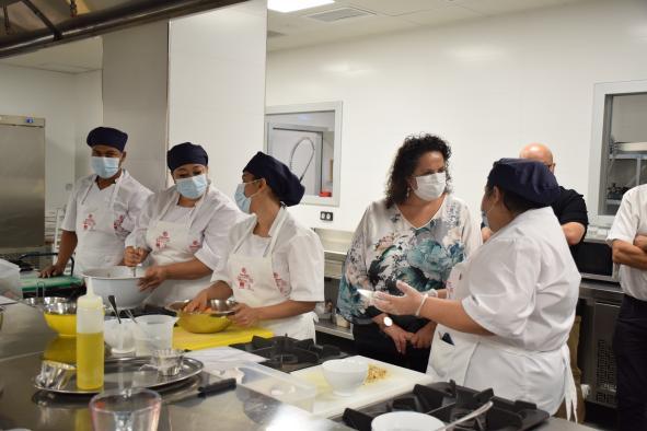 La directora general de Formación Profesional para el Empleo visita la Escuela de Hostelería 'El Sembrador' de Albacete