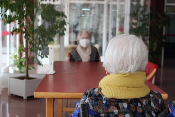 Castilla-La Mancha continúa reduciendo los casos positivos por COVID-19 en residencias de mayores