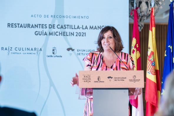 La consejera de Economía, Empresas y Empleo ha participado hoy en la entrega de chaquetillas MICHELÍN a los chefs de Castilla-La Mancha