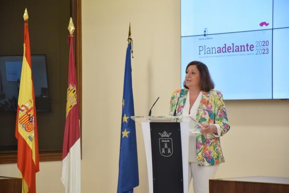 La consejera de Economía, Empresas y Empleo, Patricia Franco, asiste a la firma del convenio para la adhesión del Ayuntamiento de Albacete a la Red Adelante Autoempleo, en el Salón de Plenos del Ayuntamiento de Albacete.