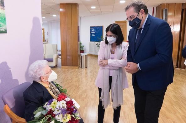 Castilla-La Mancha comienza a inocular la dosis adicional contra el COVID-19 a las personas mayores de las residencias